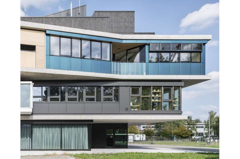 A facade that is a power plant and a guarantee of wellbeing