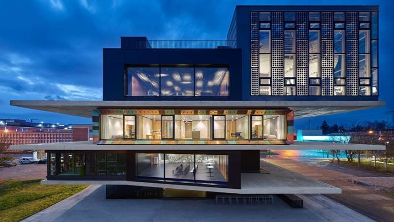 Building with waste and recycled material