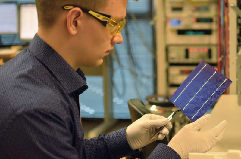 Changing the type of silicon etching drops solar power costs by more than 10 percent