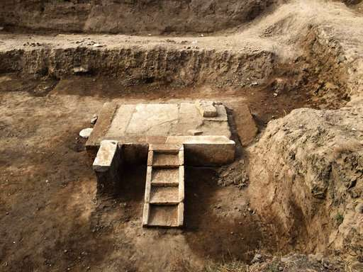 Egyptian archaeologists find parts of pharaoh's booth