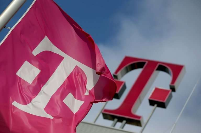 Fast growth at its US mobile unit should help boost earnings in 2018, Deutsche Telekom said Wednesday