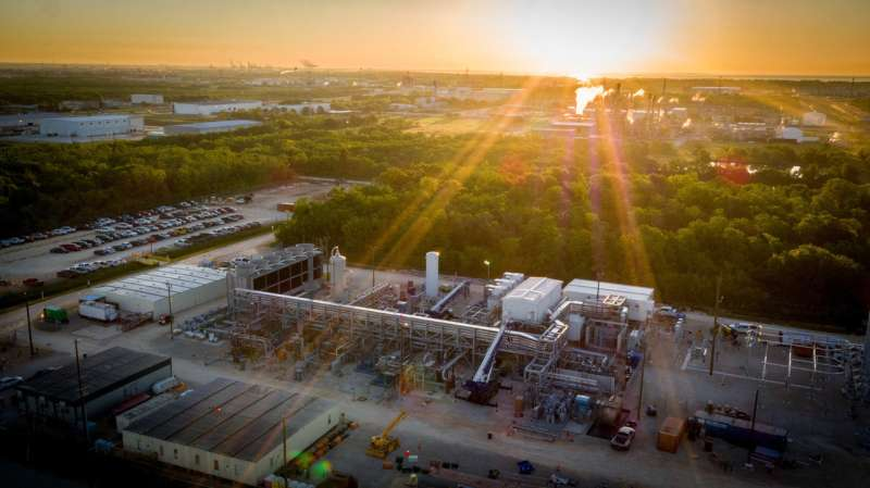 First of its kind CO2-free natural gas burning power plant undergoes first fire