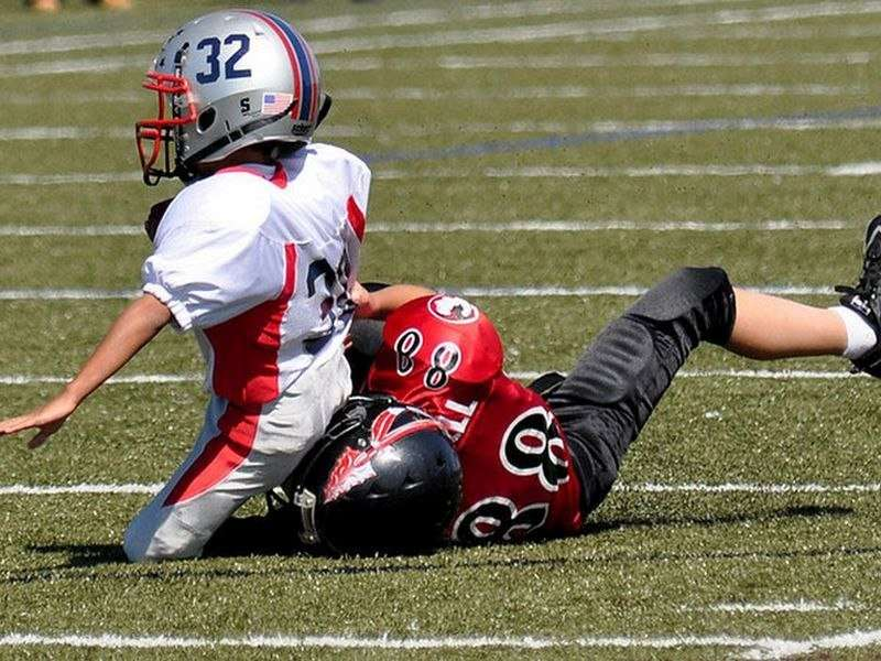 Former NFL pros push for end to kids' tackle football