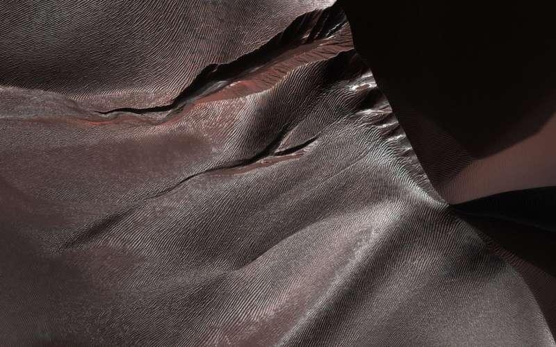 Image: Gullies of Matara Crater