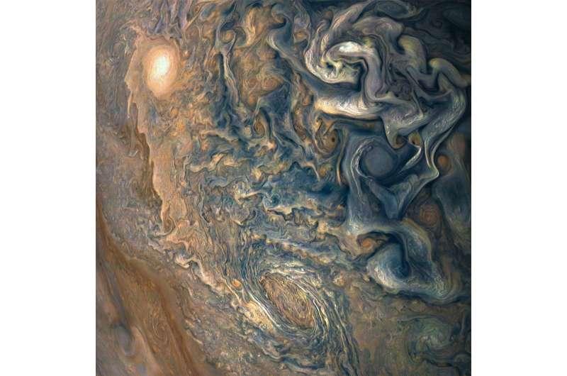 Image: High above Jupiter's clouds