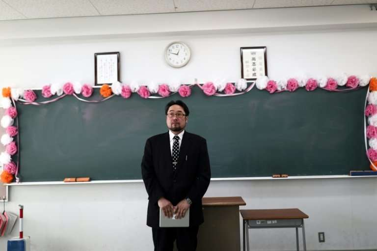 Japanese teacher Norio Watanabe work with Safecast to  teach his pupils how to measure radiation