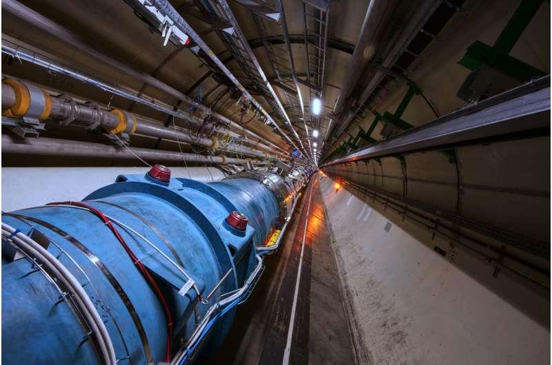 "LHC accelerates its first ""atoms"""