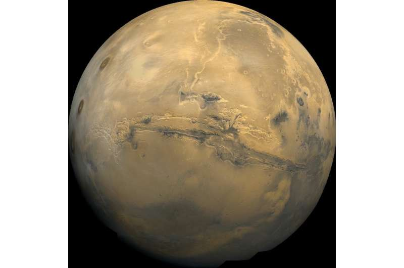 Naturally occurring 'batteries' fueled organic carbon synthesis on Mars