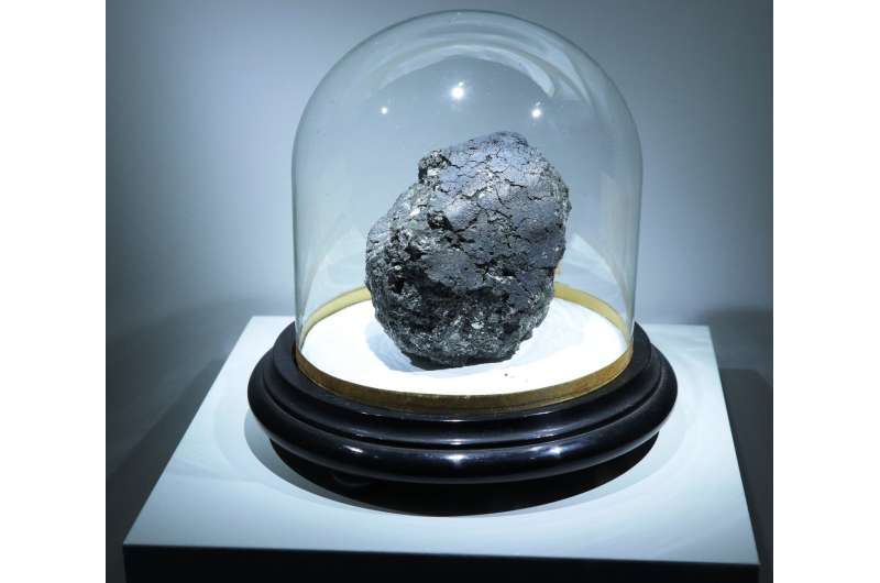 Organic makeup of ancient meteorites sheds light on early Solar System