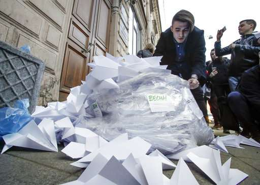 Russian begins blocking messaging app Telegram