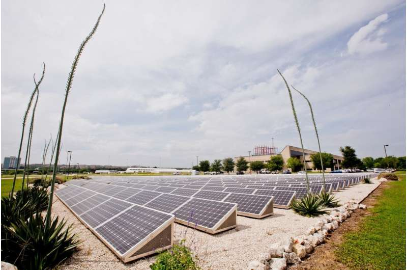 Single-system solar tech cuts clean energy costs in half