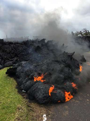 Some calming of Hawaii volcano, but scientists remain wary