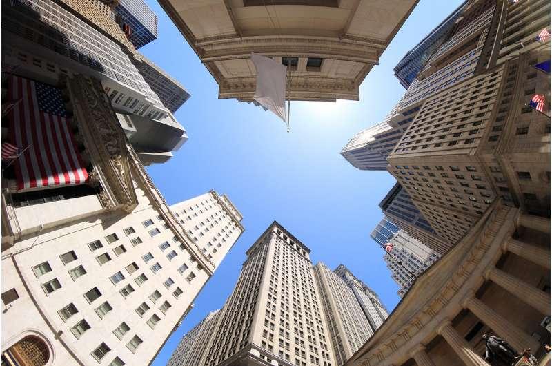 Stock investors on higher floors take more risks – here's why
