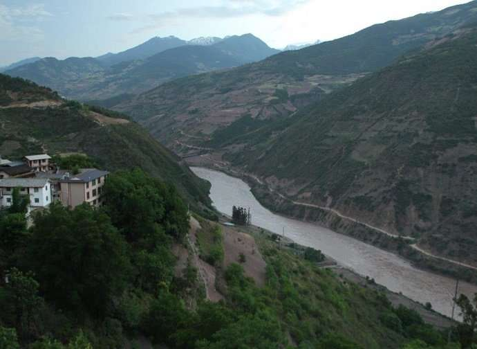 Syracuse geologists contribute to new understanding of Mekong River incision
