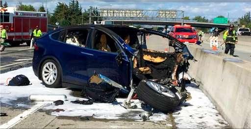Tesla, Feds clash over release of fatal crash information
