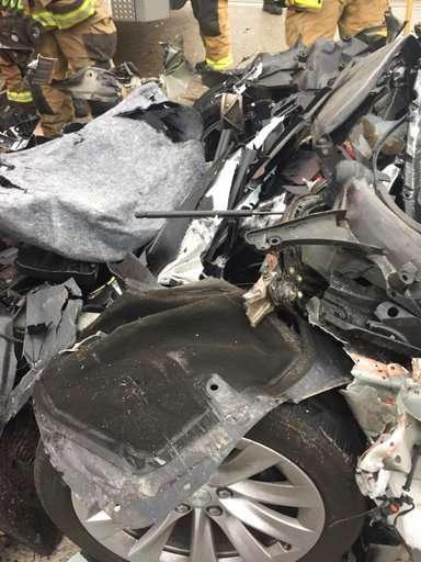 Tesla in Autopilot mode sped up before crashin