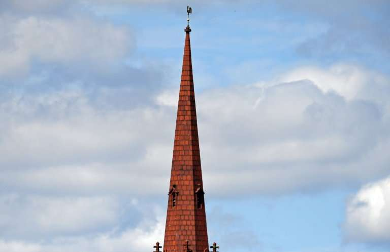 The Church of England has agreed to allow church spires across Britain to be used to boost broadband, mobile phone and WiFi conn
