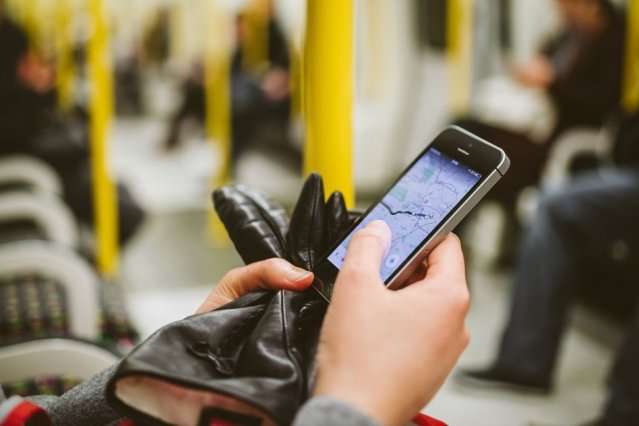The privacy risks of compiling mobility data