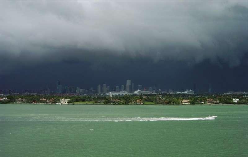 Urban growth leads to shorter, more intense wet seasons in Florida peninsula