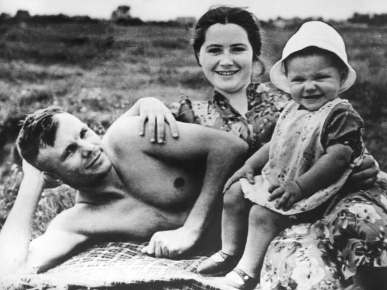 Yury Gagarin with his wife Valentina and daughter Jelena at the beach in June 1960