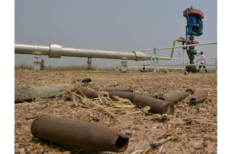 Although South Sudan's petroleum ministry said a 2,000-barrel leak had been contained local officials said a river used by resid