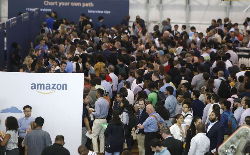 Amazon to double holiday hiring to 200,000