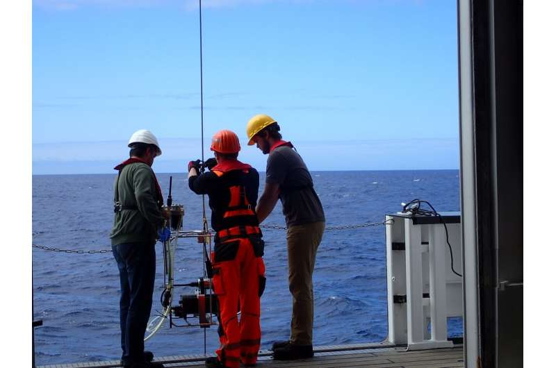 As oceans warm, microbes could pump more CO2 back into air, study warns
