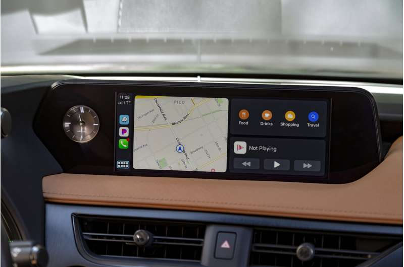 Edmunds tests Android Auto and Apple CarPlay updates
