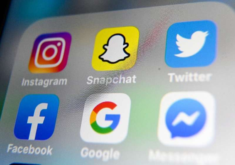 """Facebook launched a visual messaging app that ties into Instagram lists of """"close friends,"""" ramping up its challenge t"""