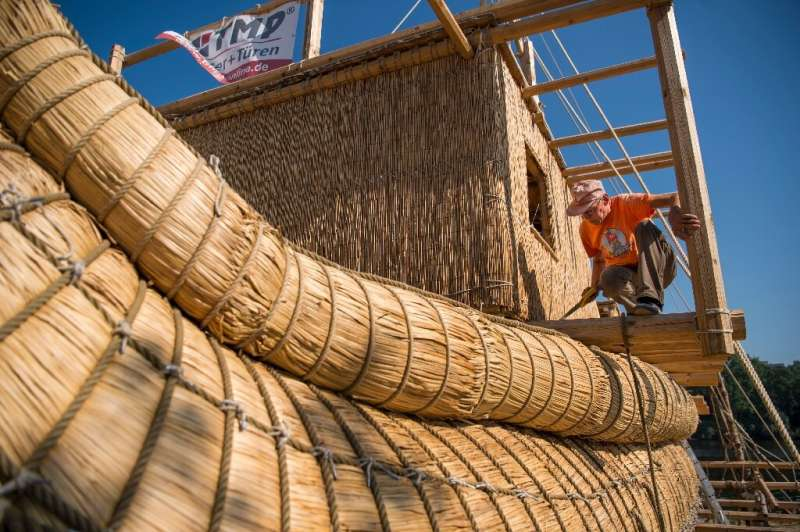 Large bundles of totora reed were lashed together with ropes to form the main body of the vessel before it was equipped with a w