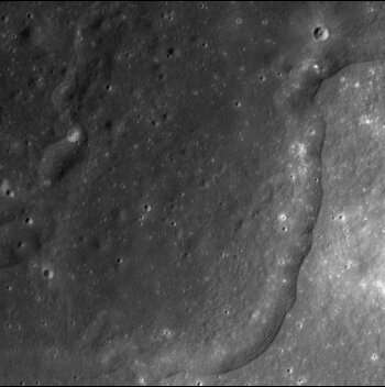 New study complicates theory that ancient impact pierced Moon's crust