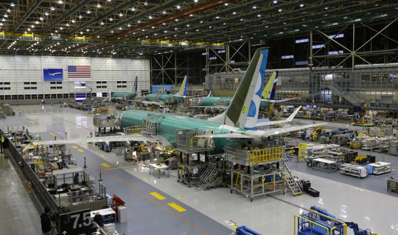 Pilots criticize Boeing for mistakes on its grounded jet