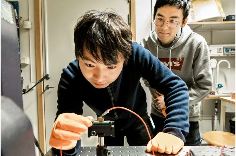 Record efficiency for perovskite-based light-emitting diodes