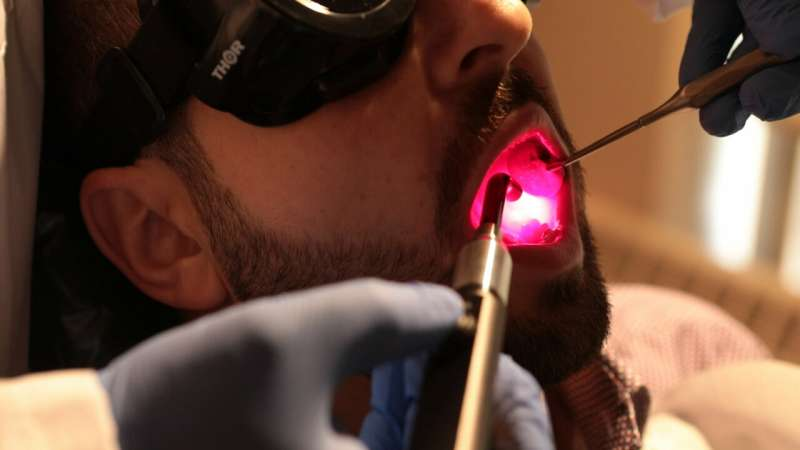 Scientists to test light therapy as relief from painful side effect of cancer treatment