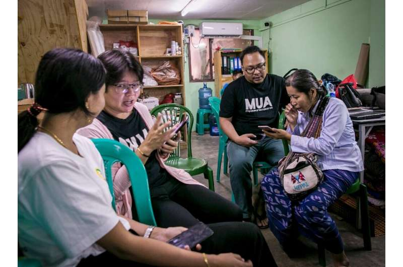 Volunteers in Yangon help phone users switch from the old Zawgi font to unicode