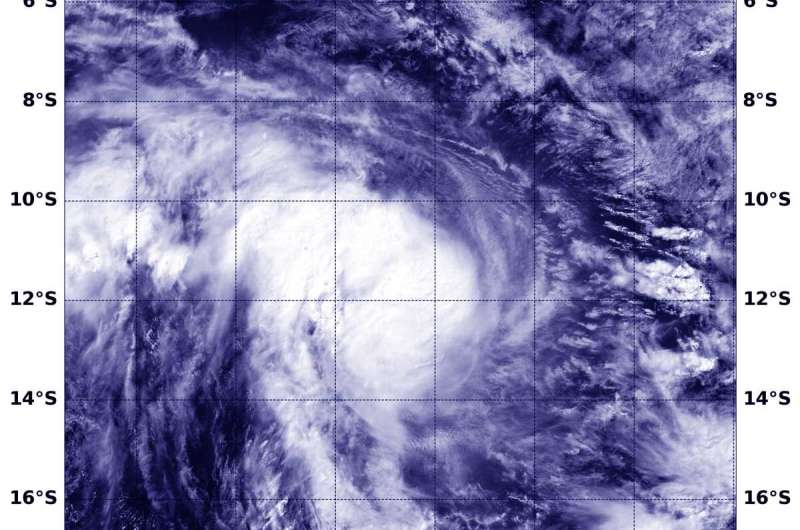NASA's Aqua satellite tracks Tropical Cyclone Lorna