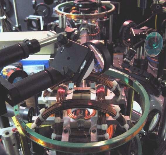 Researchers watch quantum knots untie