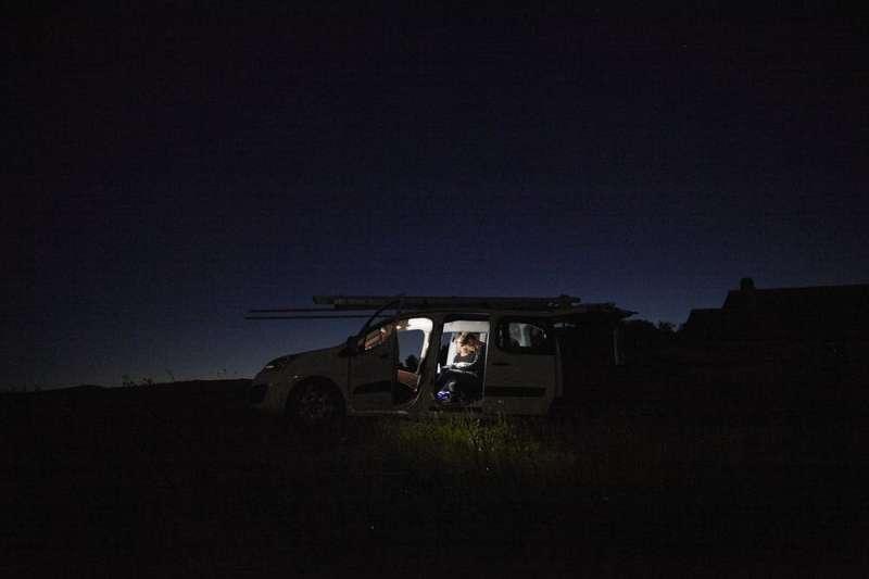 Barn owls reflect moonlight in order to stun their prey