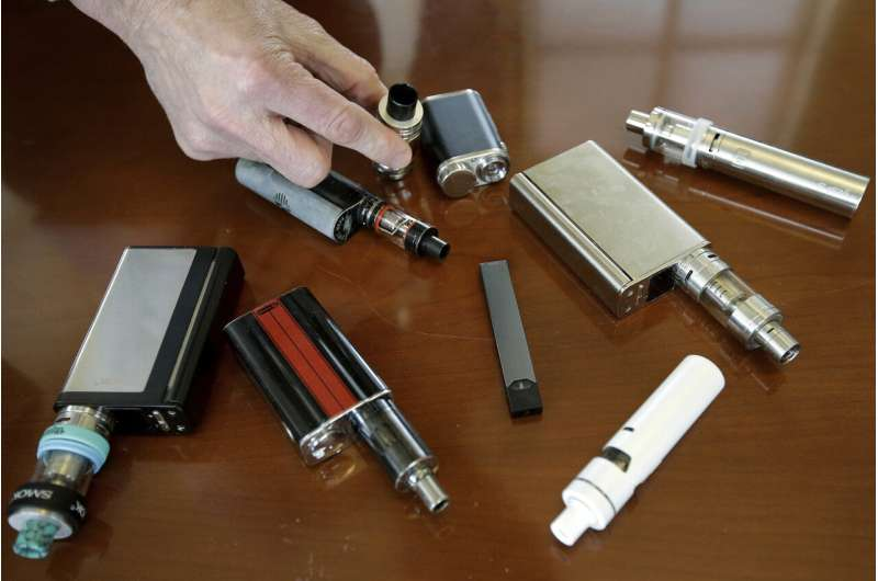 US vaping illness count jumps to 805, deaths rise to 12