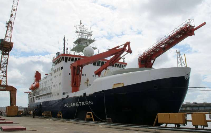 Scientists prepare for year-long expedition to Arctic center