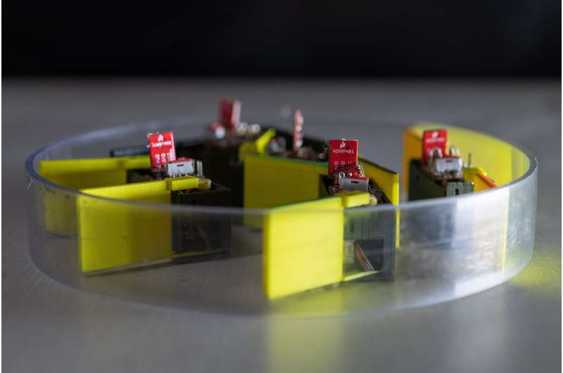 Shape-shifting robot built from 'smarticles' shows new locomotion strategy