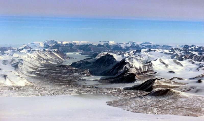 Researchers analyze biodiversity patterns in Antarctic Dry Valleys
