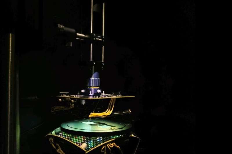 Machine learning microscope adapts lighting to improve diagnosis