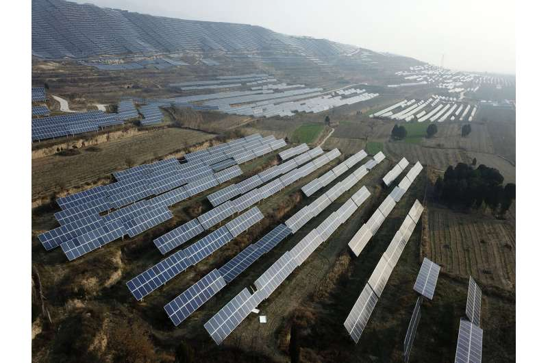 China plans new coal plants, trims support for clean energy