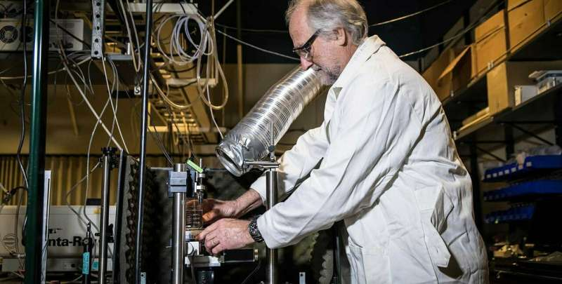 A laser focus on finding better ways to make renewable fuels