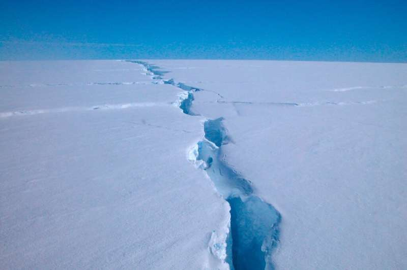 """An Australian Antarctic Division image shows a """"loose tooth"""" on the Amery Ice Shelf in eastern Antarctica"""