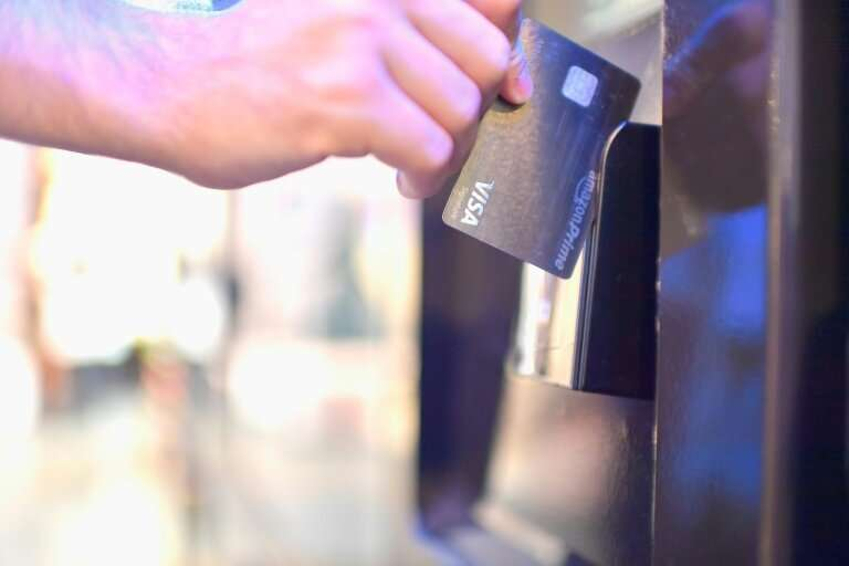An increasing number of US businesses are only taking payments by card or mobile phone, but amid a backlash, Philadelphia is ins