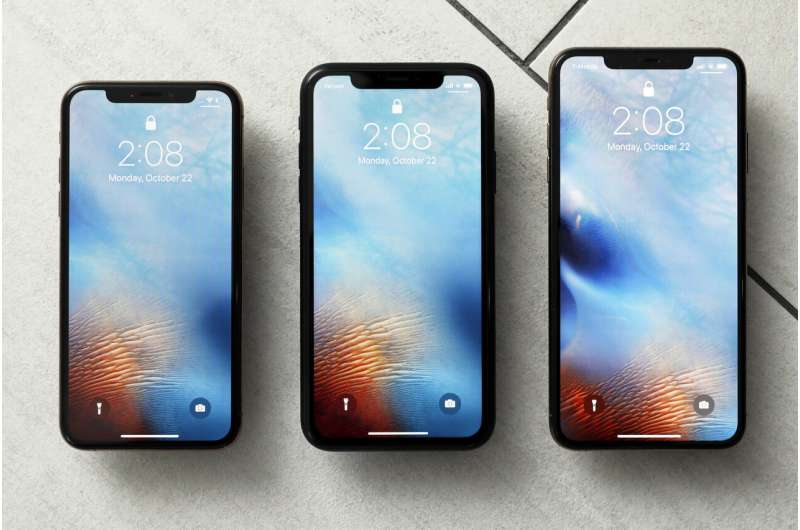 Apple awards $250 million to supplier of glass for iPhones