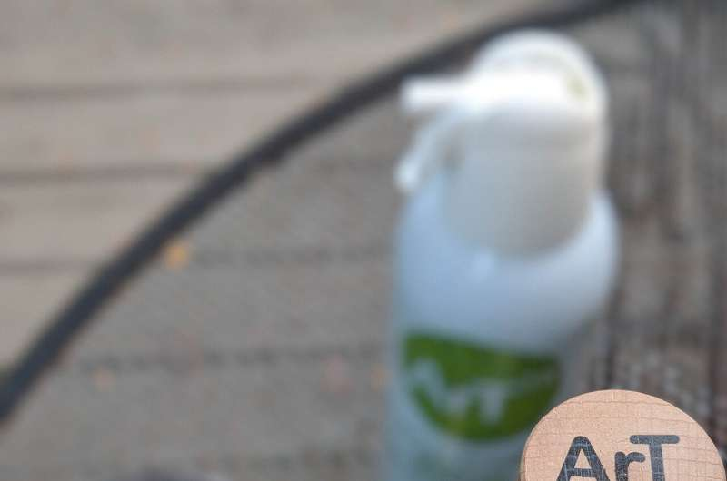 Argon spray preserves leftover bottled wine