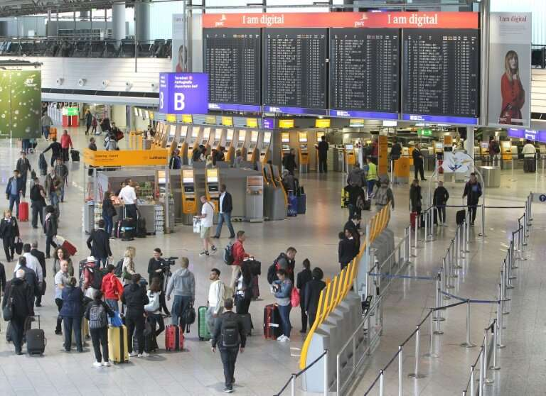 A software glitch has lead to scores of flights to and from Frankfurt airport being cancelled